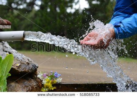 Mantenerse adecuadamente hidratado es necesario para nosotros ya que perdemos muchos líquidos a través del estoma. Consultar a vuestro médico y/o estomaterapeuta al respecto